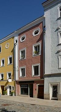 Wohn- und Geschäftshaus Theresienstraße 17 (Passau) b.jpg