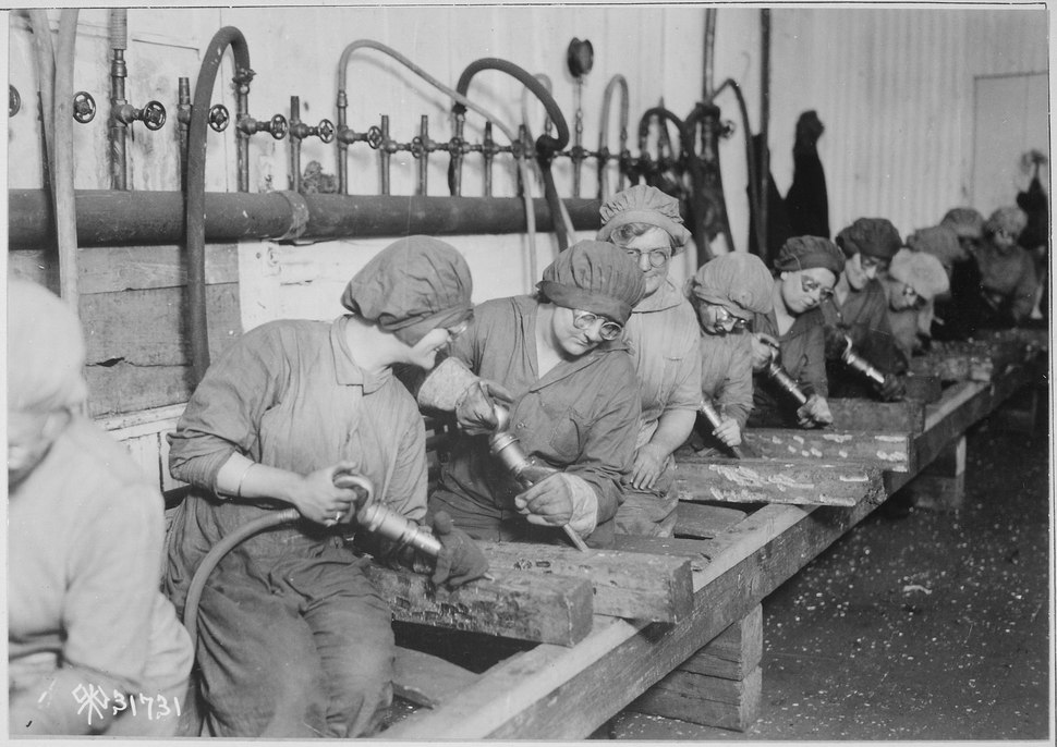 Women workers in ordnance shops, Midvale Steel and Ordnance Company, Nicetown, Pennsylvania. Hand chipping with pneumati - NARA - 530774