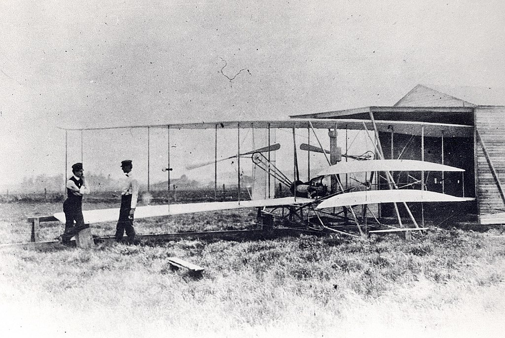 http://upload.wikimedia.org/wikipedia/commons/thumb/9/98/Wright_Flyer_II_shed.jpg/1024px-Wright_Flyer_II_shed.jpg