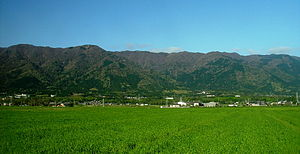 Yorosan from the foot in mountain 2008 04 20.jpg
