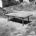 Z?balnca (miza, klop), sedaj za klanje prašiča, Gabrk, pri Bariševih 1955.jpg