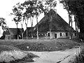 Zij- en voorgevel. De landelijke bouwkunst in Hollands Noorderkwartier, afb. 129, pag. 102. - Sijbekarspel - 20479823 - RCE.jpg