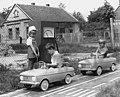 Zrinyi utcai óvoda, mini KRESZ-park, Moszkvics gyerekautók. Fortepan 11067.jpg