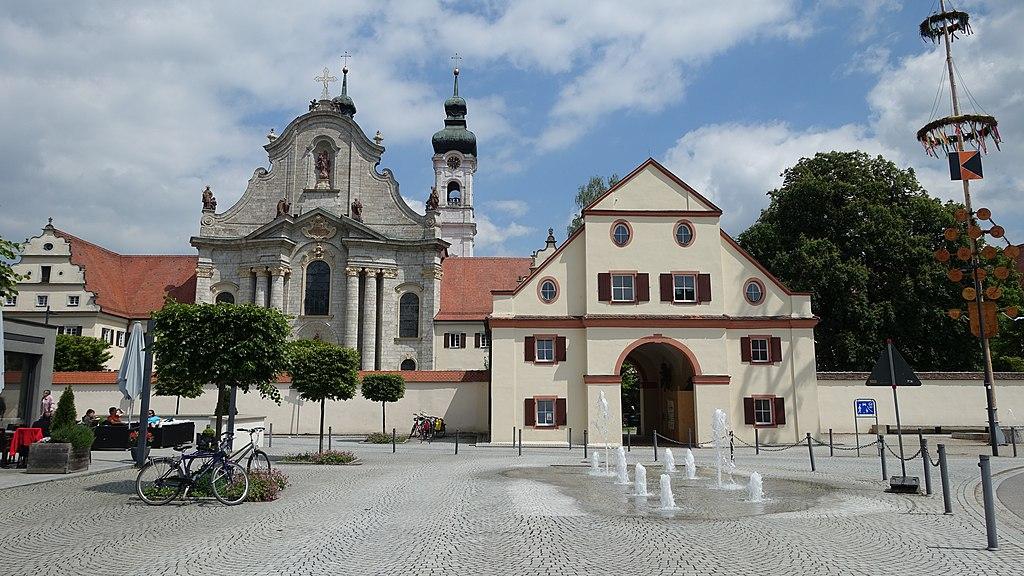 Zwiefalten - Münster und Vorplatz mit Torhaus.JPG