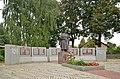Братська могила воїнів Радянської Армії і пам'ятник воїнам-землякам-1.jpg