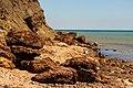 Мыс Железный Рог. Выходы железняка на берегу.jpg
