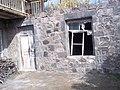 Խաչքար Սուրեն Այվազյանի տան պատին.jpg