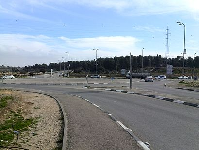 How to get to צומת גוש עציון with public transit - About the place