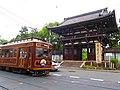 広隆寺と嵐電Koryu-Ji - panoramio.jpg