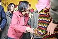 01.28 熱情的屏東鄉親從總統手中接下福袋,並與總統握手 (32563560245).jpg