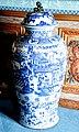 0 Vaux-le-Vicomte - Vase en faïence de Delft.JPG