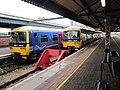 165126 & 166212 at Reading 03 Nov 2009.jpg