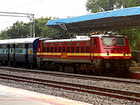 17202 Guntur bound Golconda Express at Aler 01.jpg