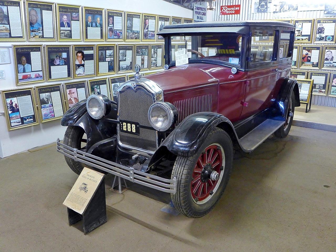 https://upload.wikimedia.org/wikipedia/commons/thumb/9/99/1926_Buick_Model_20-26_Coach%2C_National_Road_Transport_Hall_of_Fame%2C_2015.JPG/1280px-1926_Buick_Model_20-26_Coach%2C_National_Road_Transport_Hall_of_Fame%2C_2015.JPG