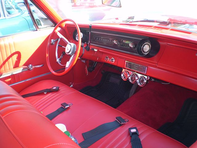 https://upload.wikimedia.org/wikipedia/commons/thumb/9/99/1965_chevrolet_bel_air_2_door_%28interior%29.JPG/640px-1965_chevrolet_bel_air_2_door_%28interior%29.JPG