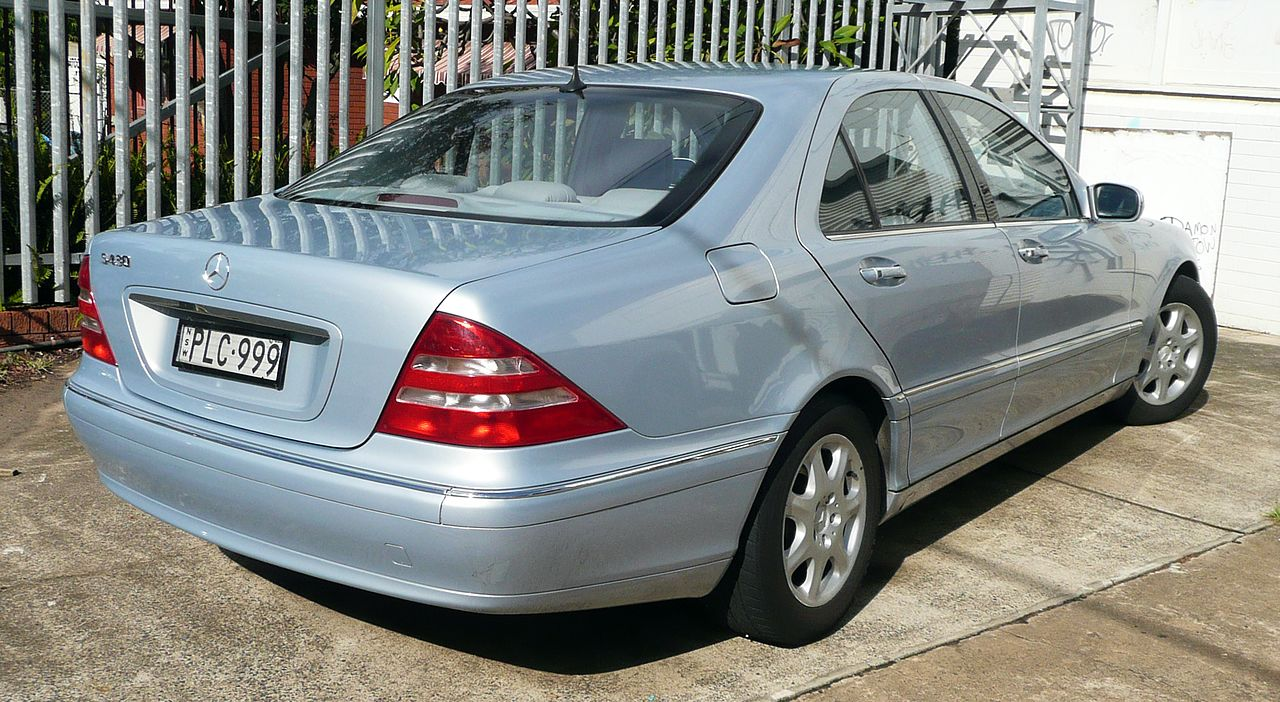 File 2001 mercedes benz s 430 w 220 sedan 2010 05 19 for Mercedes benz s 430