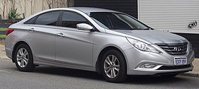 2010-2012 Hyundai i45 (YF) Active sedan (2018-08-27) 01.jpg