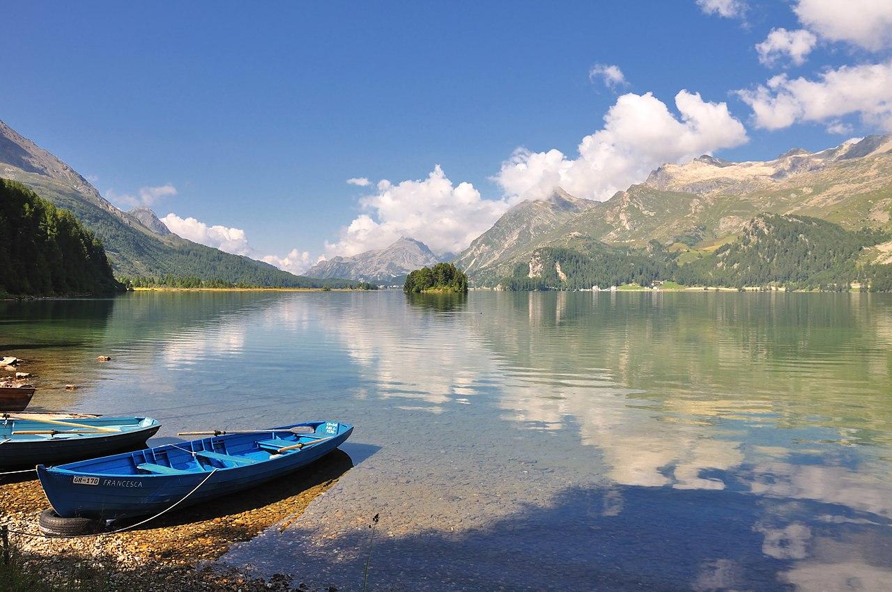 Le lac de Sils, dans le canton des Grisons, en Suisse.  (définition réelle 4221×2803)