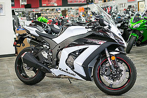 2013 Kawasaki Ninja ZX10R right.jpg