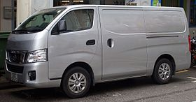 2013 Nissan NV350 (E26) 2.5 panel van (2016-01-04) 01.jpg