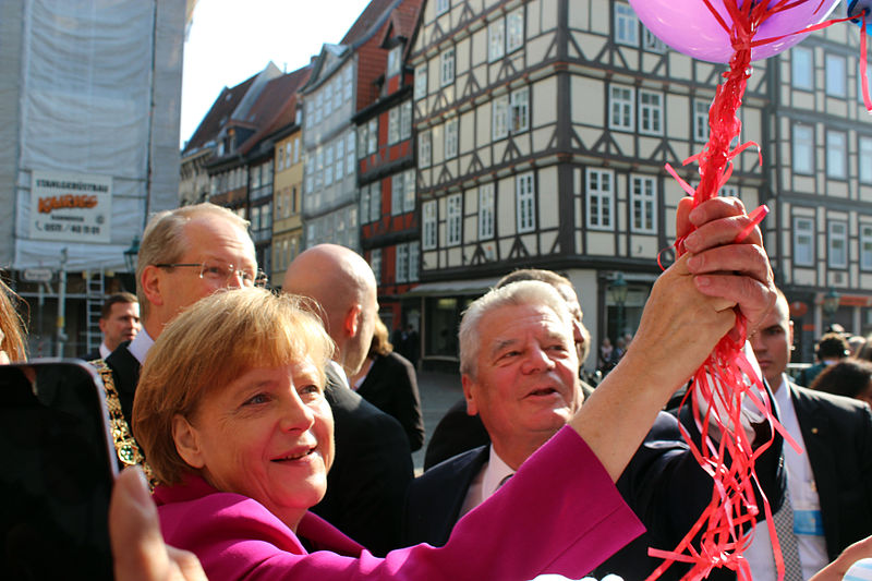 File:2014-10-03 Tag der Deutschen Einheit, (107) Luftballons vom Freundeskreis Hannover für Angela Merkel und Joachim Gauck,, (01).jpg