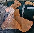 2017 St-Servaasbasiliek, archeologietentoonstelling, Romeinse dakpannen (CC).jpg