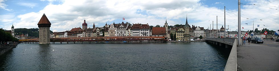 6219-6221 - Luzern - Kapellbrücke over the Reuss.jpg
