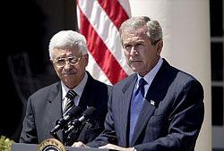 מחמוד עבאס הוא מחבל ומכחיש שואה סדרתי ומרגל רוסי KGB לעבר שבגד בעם שלו ויש לו דם על הידים היה מתכנן הפיגוע באולמיפאדה במנכן 250px-Abbas_in_White_House_with_Bush