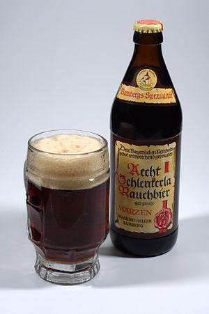 Deutsch: Flasche und Glas Aecht Schlenkerla Ra...