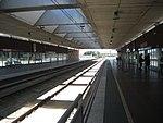 Aeropuerto Barcelona, interior de la estación de trenes, plataformas.JPG