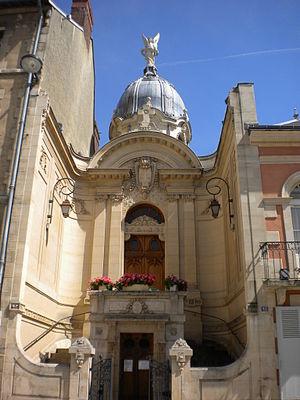 Casa onde nasceu Teresa em Alençon. Atualmente é uma capela e um santuário em homenagem a Santa Teresinha.