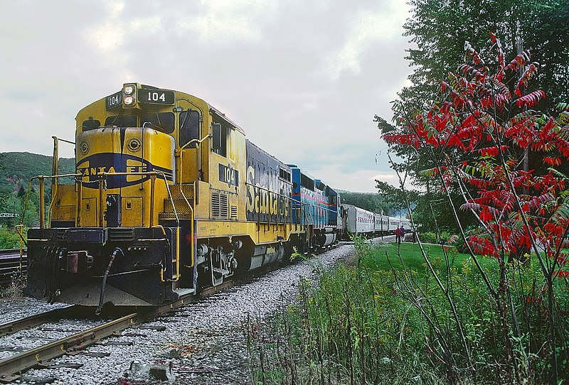 File:Allegheny RR 104 and 102 on CR at Emporium, PA on October 3, 1987 (22825038242).jpg
