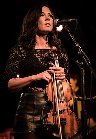 Amanda Shires - Amanda Shires performing in November 2016