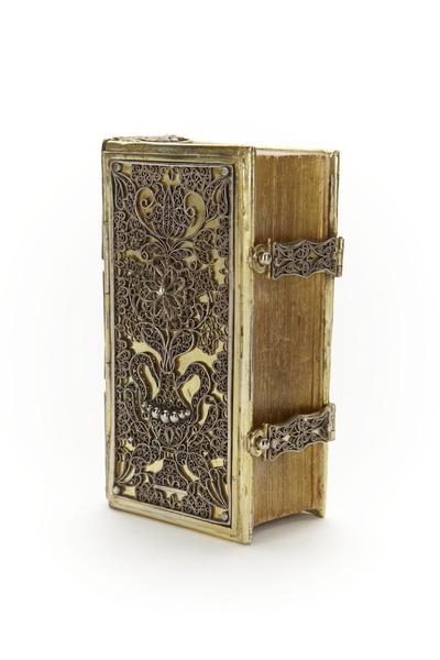 File:Andaktsbok från 1680 med pärm av förgyllt silver med silverfiligran - Skoklosters slott - 92125.tif