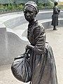 Anne Burras Laydon VWM Statue.jpg