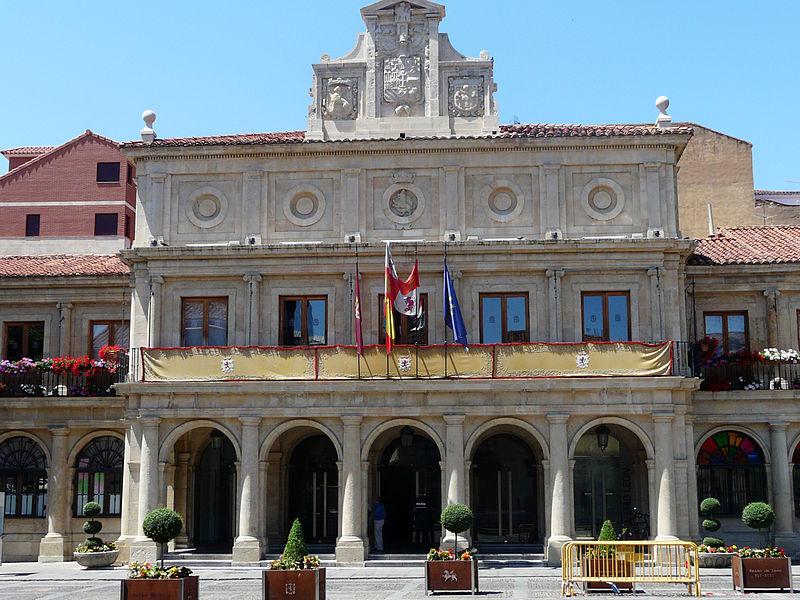 File:Antigua Casa Consistorial León.jpg