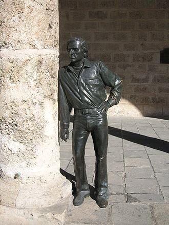 Antonio Gades - Statue of Antonio Gades, by the sculptor José Villa Soberón. The statue stands in front of the Palacio de Lombillo, on the Plaza de la Catedral in Havana Vieja
