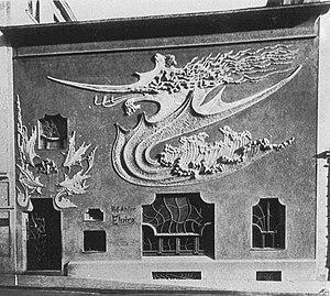 Hofatelier Elvira - Facade of Hofatelier Elvira, located at Von-der-Tann-Strasse 15, with so-called dragon ornamentation.
