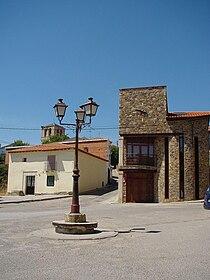 Ayuntamiento y plaza en Braojos.jpg