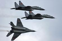 Bulgaraj MiG-29-batalantoj en flugo