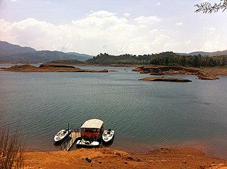 Banasura Sagar Dam - Image: Banasura Dam 3