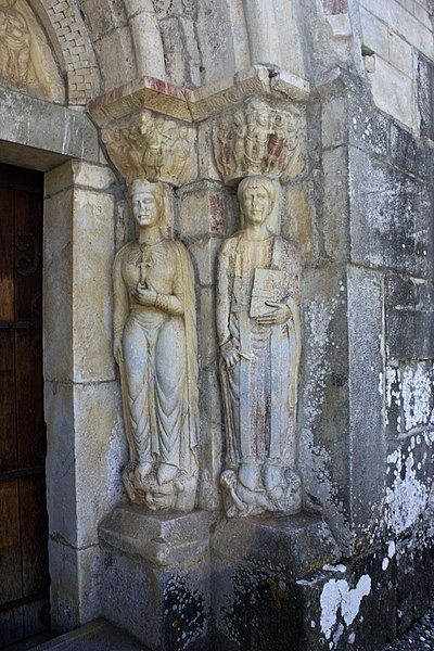 English:  The jamb on right is formed by the statues of St. Helena and St. Pastor (Spanish saint).