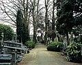 Beboomde en ommuurde begraafplaats met hekken langs de straat , aangelegd in 1796 en later meermaals - 374527 - onroerenderfgoed.jpg