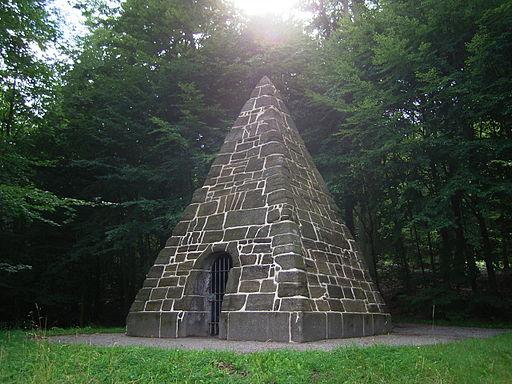 Bergpark wilhelmshoehe pyramide 1