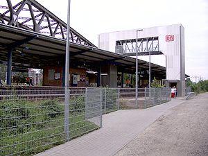 VnK Railway - The VnK line on the bridge (above left) in Rummelsburg