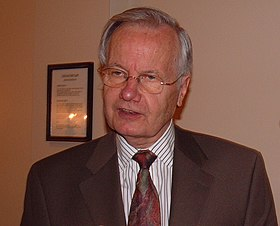 Bill Moyers 24 May 2005 - 2.jpg