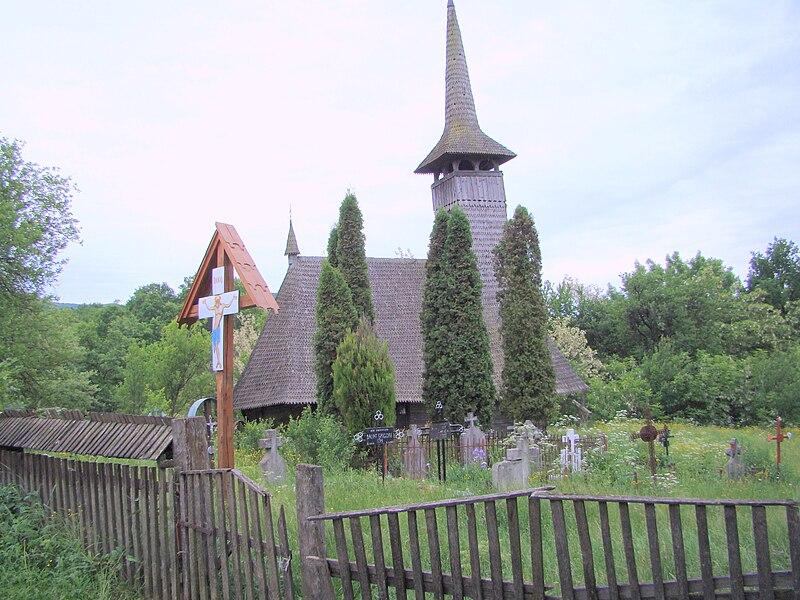 Fișier:Biserica de lemn din Vima Mică (7).JPG