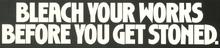 Um cartaz incentivando os usuários de drogas injetáveis usar água sanitária para limpar suas seringas e agulhas.