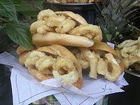 El bocadillo de calamares es un elemento típico de la gastronomía de Madrid.