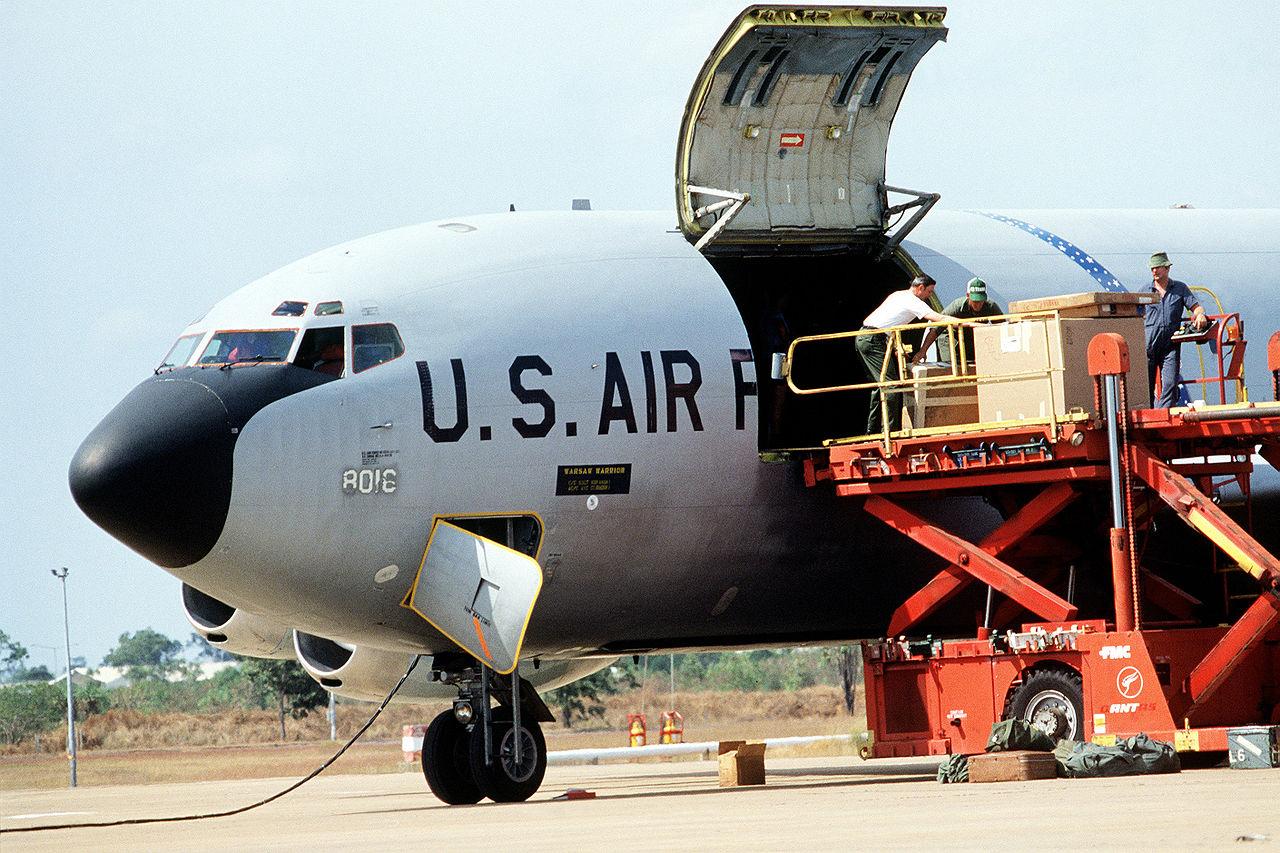 FileBoeing KC-135A doors open.JPEG & File:Boeing KC-135A doors open.JPEG - Wikimedia Commons